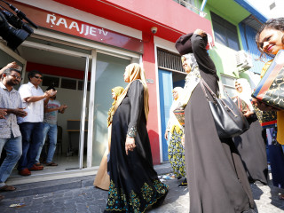 People of Rasdhoo gifts RaajjeTV