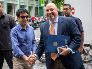 US Ambassador to Maldives visits RaajjeTV office